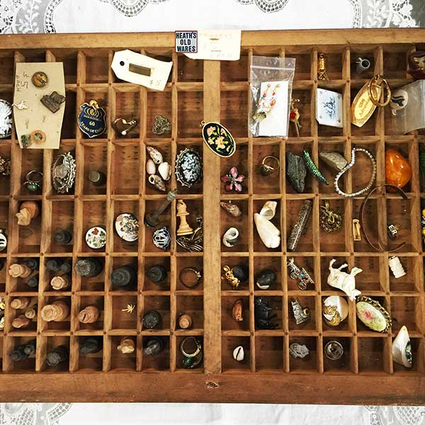 assorted trinkets for sale at Heaths Old Wares, Collectables, Antiques & Industrial Antiques, 19-21 Broadway, Burringbar NSW 2483 Ph 0266771181 open 7 days